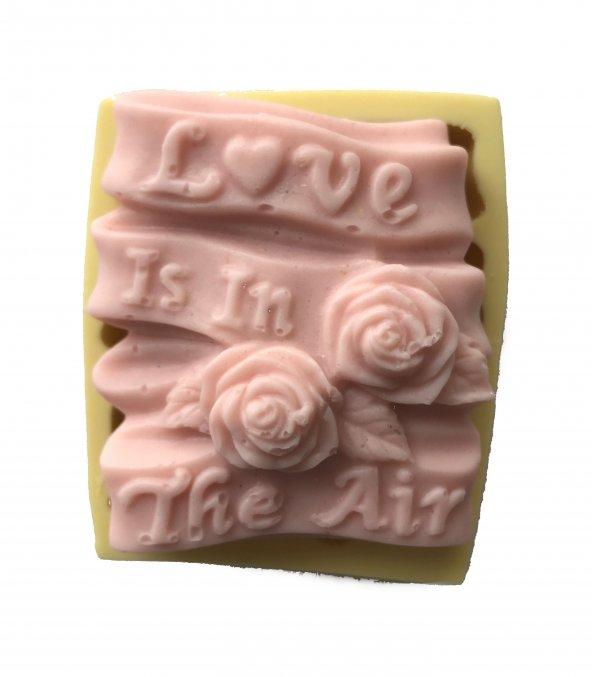 Love İs İn The Air Yazılı Tablo Şeklinde Silikon Pasta ve Seker Hamuru Kalibi 5,5x6,5x2,5 cm